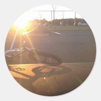 Puesta del sol de BMX Pegatinas Redondas