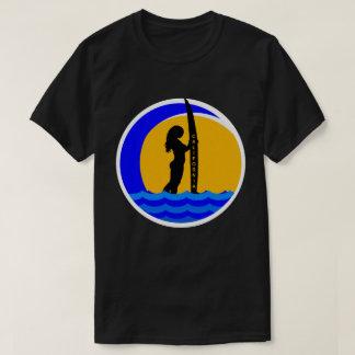 Puesta del sol de California con el chica de la Camiseta