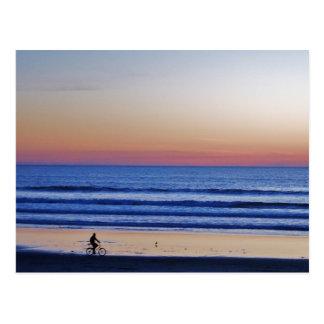 Puesta del sol de Crusier de la playa de Santa Postal