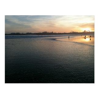 Puesta del sol de la playa, Santa Cruz, CA Postal