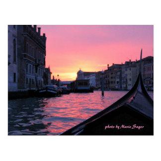 Puesta del sol de Venecia Postal