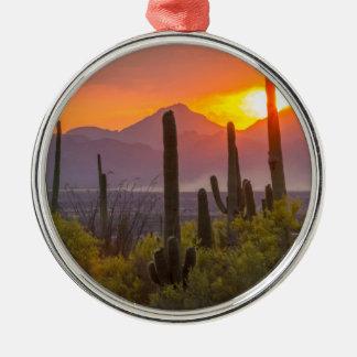 Puesta del sol del cactus del desierto, Arizona Adorno Navideño Redondo De Metal