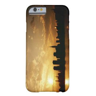 Puesta del sol del horizonte de Nueva York Funda Para iPhone 6 Barely There