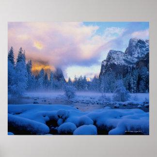 Puesta del sol del invierno en el parque nacional póster