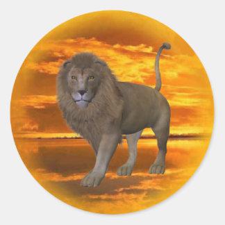 Puesta del sol del león pegatina redonda
