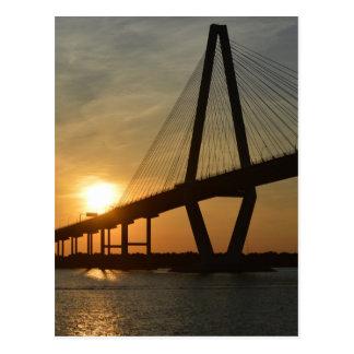Puesta del sol del puente de Charleston Ravenel Postal