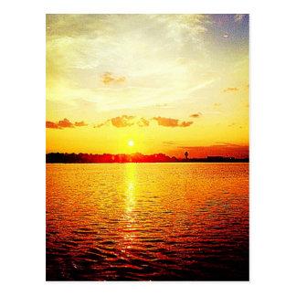 Puesta del sol del puerto deportivo de la feria de tarjetas postales