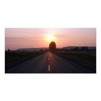 Puesta del sol en el camino tarjetas personales