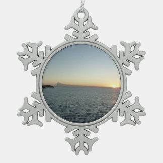 Puesta del sol en fotografía del paisaje marino de adorno de peltre tipo copo de nieve
