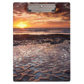 Puesta del sol en la playa, California