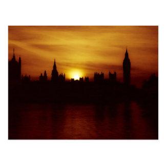 Puesta del sol en la postal de Londres