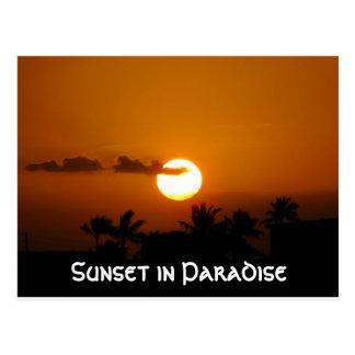 Puesta del sol en postal del paraíso