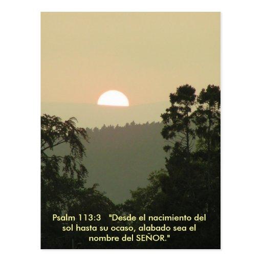 Puesta del sol ESPAÑOLA del texto de la biblia del Postal