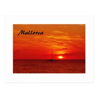 Puesta del sol hermosa en Mallorca - postal