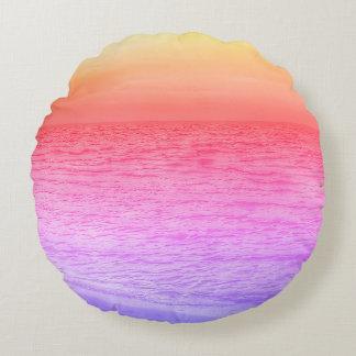 Puesta del sol multicolora sobre la almohada de cojín redondo