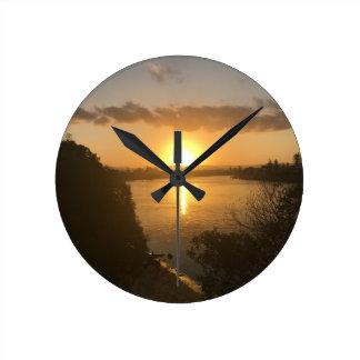 Puesta del sol redonda del reloj de pared