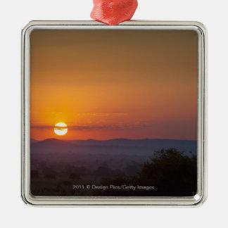 Puesta del sol sobre el paisaje africano adornos de navidad
