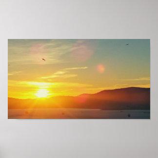 Puesta del sol sobre el papel de poster del valor