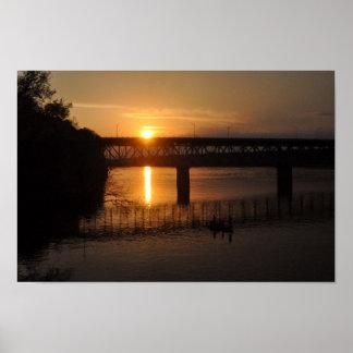 Puesta del sol sobre el río Tennessee Póster