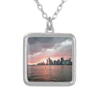 Puesta del sol sobre Miami Collar Plateado