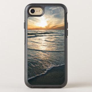 Puesta del sol tropical costera de la playa funda OtterBox symmetry para iPhone 8/7