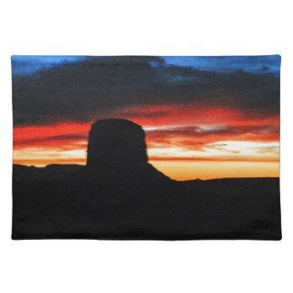 Puesta del sol, valle del monumento, UT Salvamanteles
