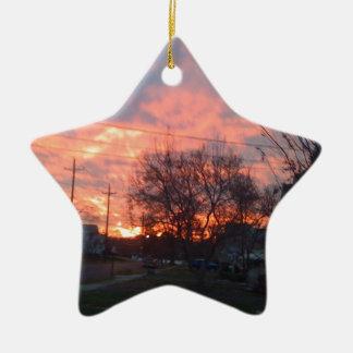 Puesta del sol y cielos rojos adorno de cerámica en forma de estrella