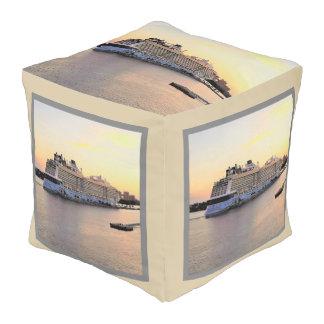 Puf Alba y barco de cruceros del puerto de Nassau