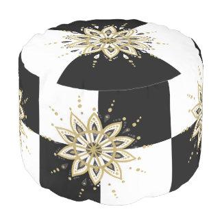 Puf Diseño geométrico de la mandala negra y blanca del