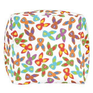 Puf Modelo psico de Pascua colorido