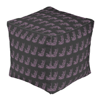Puf púrpuras traviesos del cubo del modelo