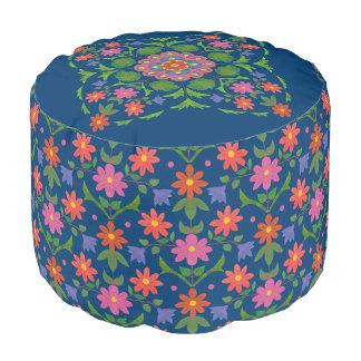 Rangoli elegante florece lunares en taburete