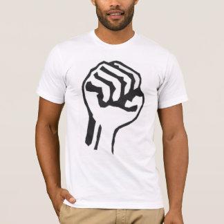 Puño aumentado de la camiseta de la protesta