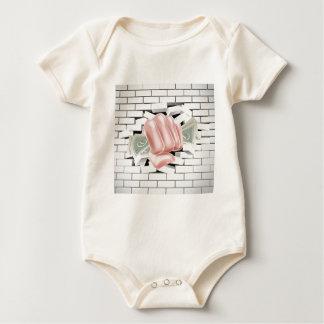 Puño del dinero que perfora a través de la pared body para bebé