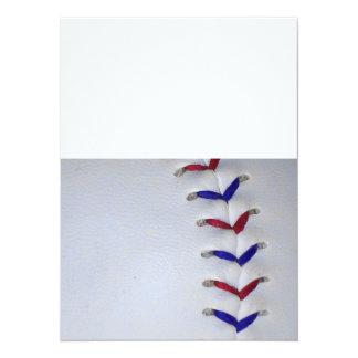 Puntadas rojas y azules del béisbol/del softball invitación 13,9 x 19,0 cm