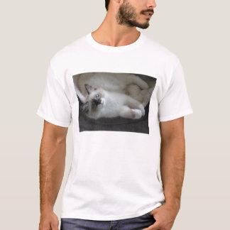 Punto del sello y camisa siberiana blanca del