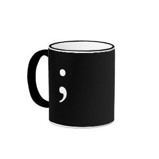 Punto y coma (B&W) - fondo negro Taza A Dos Colores