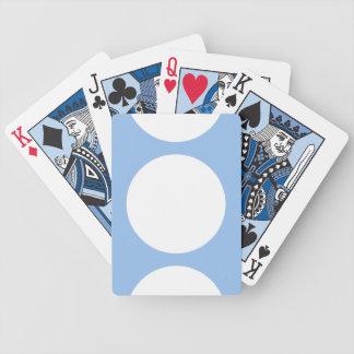 Puntos blancos en naipes azules claros baraja cartas de poker