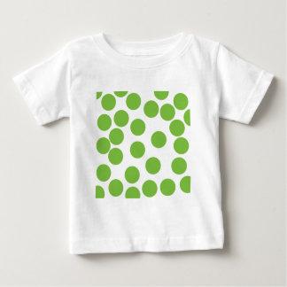 Puntos grandes del verde de guisante en blanco camisetas