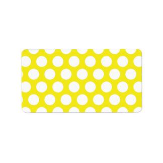 Puntos grandes en diseño amarillo etiqueta de dirección