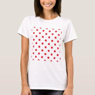 Puntos rojos asombrosos en blanco camiseta