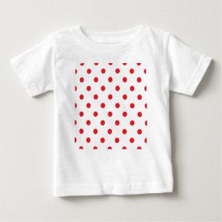 Puntos rojos asombrosos en blanco camiseta de bebé
