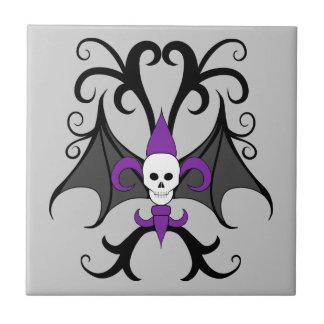 Púrpura coa alas palo de la flor de lis del cráneo azulejo cuadrado pequeño