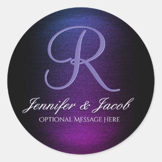 Púrpura con monograma y negro elegantes pegatina redonda