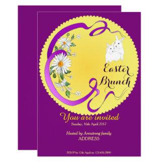 Púrpura de la invitación del conejito y de la flor