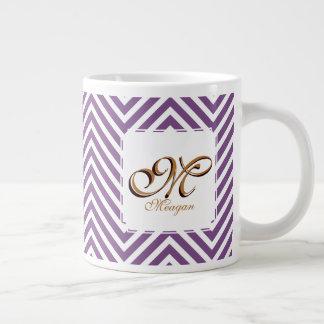 Púrpura del inicial del monograma y conocido y el taza de café grande