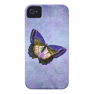 Púrpura del vintage y ejemplo de la mariposa del carcasa para iPhone 4