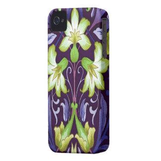 púrpura floral del arte del vintage iPhone 4 Case-Mate carcasas