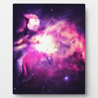 Púrpura Hauntingly hermosa de la nebulosa de Orión Placa Expositora