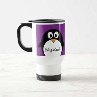púrpura linda del pingüino del dibujo animado taza térmica